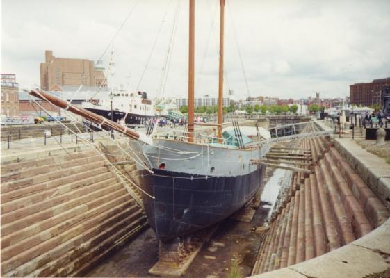 Ship_in_dry_dock,_Liverpool_-_scan01.jpg