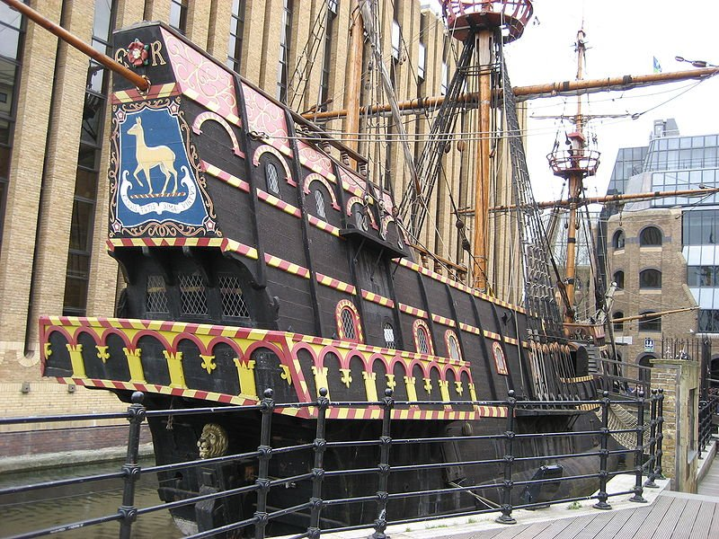 800px-Francis-drake-galleon-southwark-london-uk.jpg