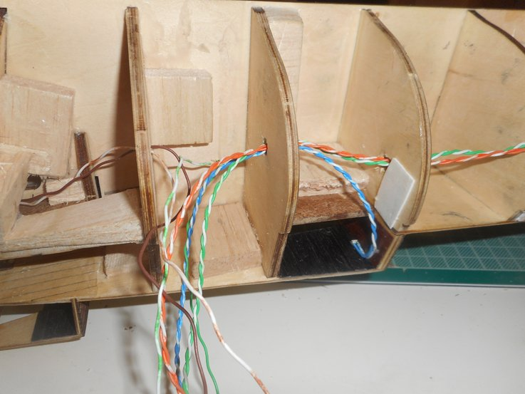 5a4347402d683_led3wiring.JPG.8dd585129d70e1fe3e56c5140fedb84d.JPG