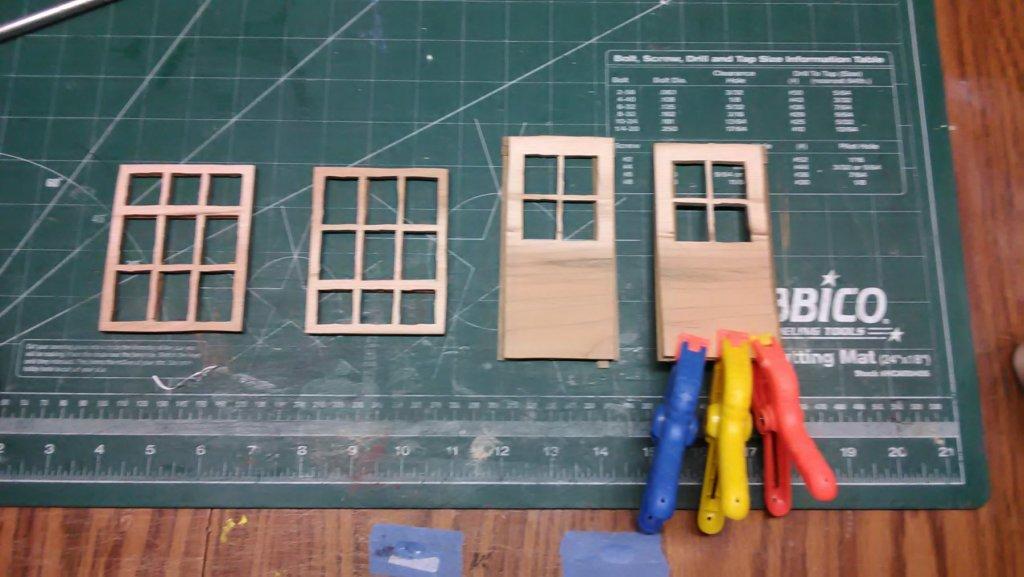 Achtkantige pelmolen ramen en deuren .jpg