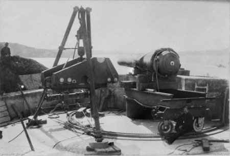 RML_10_inch_gun_being_dismantled_Middle_Head_1893_AWM_P00991_041.jpg
