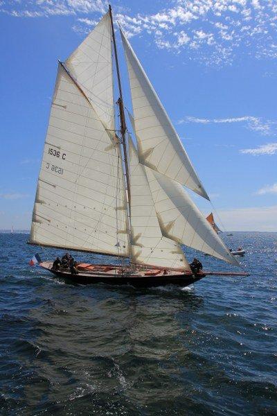 Pen_Duick_sailing_400x600.jpg.ee34f76ec218bb687277243a8a13e5cf.jpg