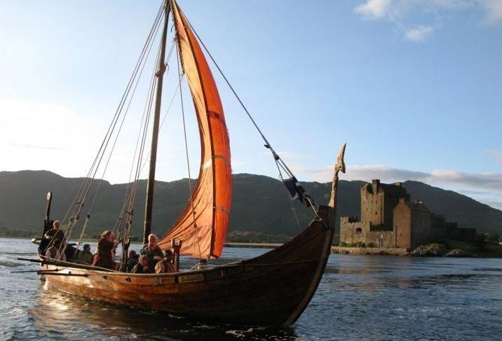 Galley Aileach under sail.jpg
