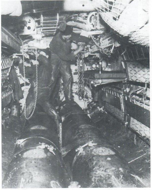 torpedo-floor.thumb.jpg.302af64bf6ba7ac99d24605f7a903797.jpg
