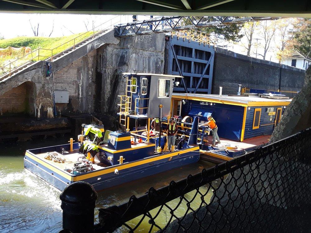 Erie_Canal_workboat.jpg.7c0cf16e09b7bae294e5e7c658af0069.jpg