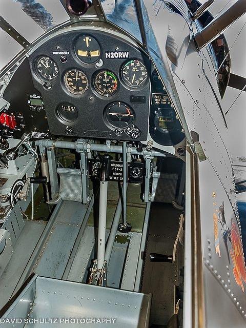 2102862712_Cockpit2.JPG.47fb9718b4ce46dad16b97a7f8eddd9e.JPG