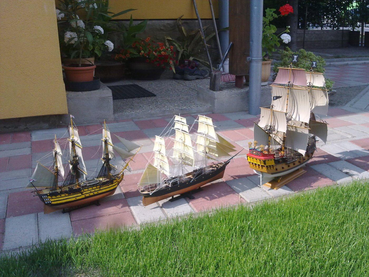 Pirate ship Revell 1/72, H.M.S. Victory Revell and Cuty Shark - all my older plastic production