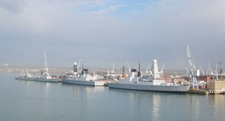 HMS_Dauntless_and_HMS_Diamond.thumb.jpg.8fe4c0f21c601c2cfcad14145c2fe53a.jpg