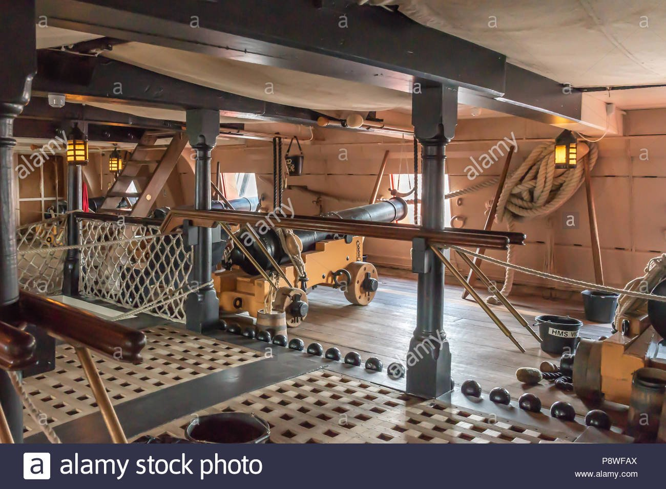 hms-victory-gun-deck-portsmouth-P8WFAX.jpg.bde6015ceda9dfbb2f2469bc9e347525.jpg