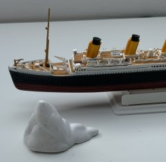 RMS Titanic 1:1200 by Revell