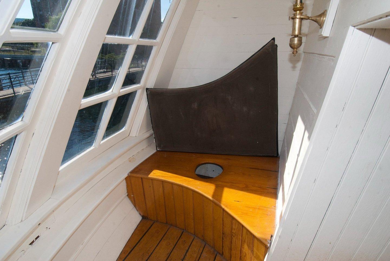 Interior - Starboard 02.jpg